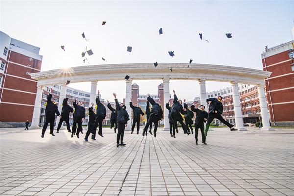 初中学历,想参加成人高考,考取大专文凭。不知道应该怎样考?